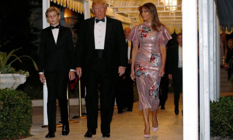 x74055172_US-President-Donald-Trump-and-first-lady-Melania-Trump-with-their-son-Barron-arrive-for.jpg.pagespeed.ic.bsYY7QnX_Y