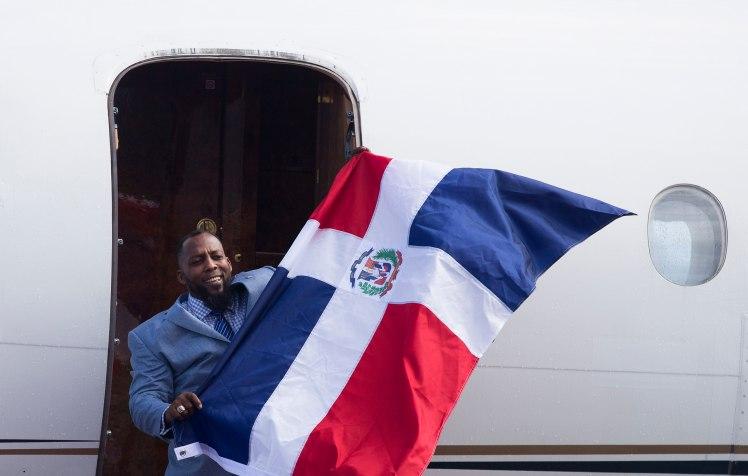 Vladimir Guerrero es recibido con honores a su llegada a República Dominicana